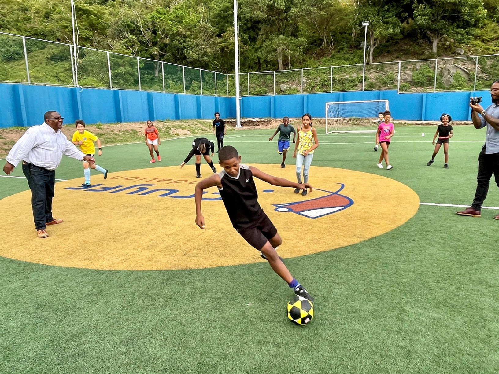 Wilson with young soccer players at Johan Cruyff Court 02